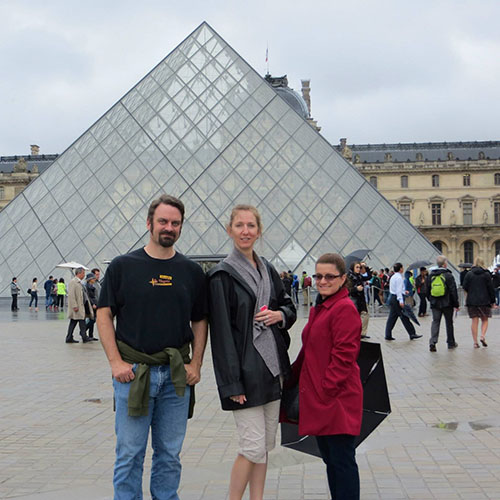 This image has an empty alt attribute; its file name is Louvre-2014.jpg